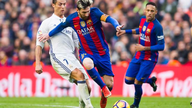 FourFourTwo: CR7 atrás de Messi no 'top5' dos melhores da história