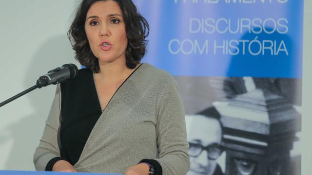 """Cristas considera lamentável """"aparente crise"""" no PS"""