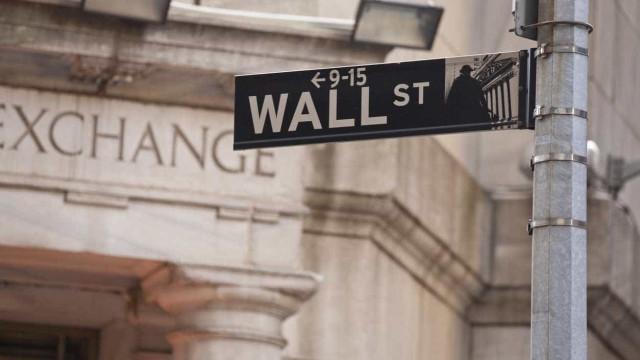 Bolsa de Nova Iorque negoceia no vermelho devido a tensões comerciais
