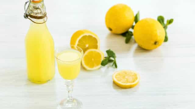 Já sabe como fazer o típico licor de limão italiano em apenas dez dias?