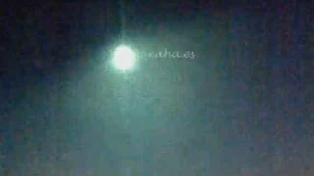 Bola de fogo filmada sobre o Golfo de Cádis