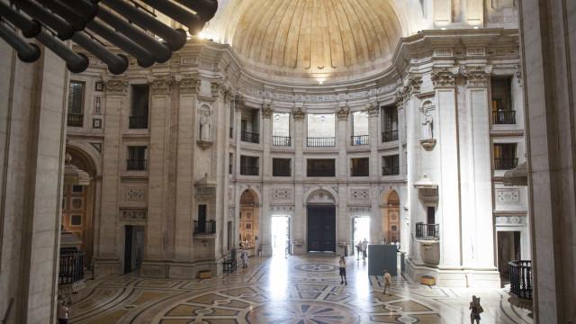 """Panteão: Há """"uma enorme falta de assumir responsabilidades"""", acusa PSD"""