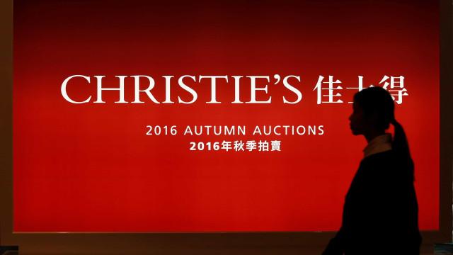 Anel de diamante rosa vendido por 27 milhões de euros em Hong Kong