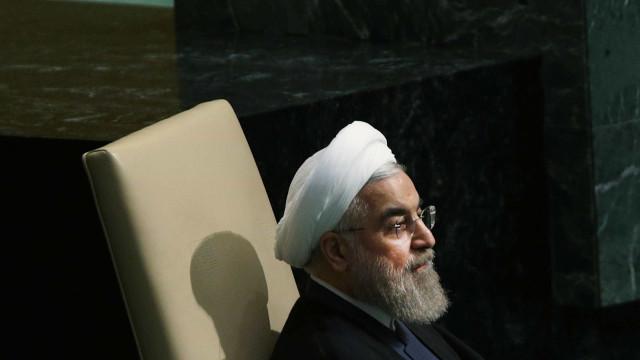 """EUA está a fazer """"marcha atrás"""" na imposição de sanções, diz Rohani"""