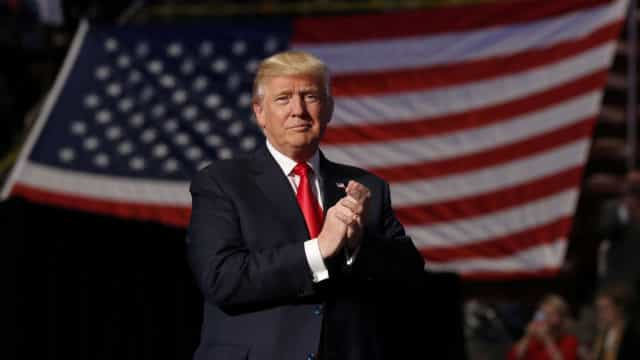 """Donald Trump adverte Irão para """"não voltarem a ameaçar os EUA"""""""