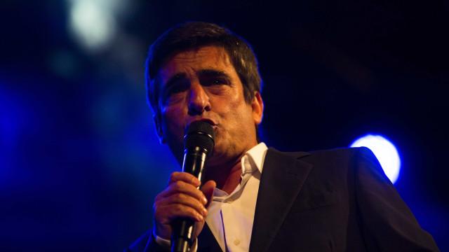 Novo álbum de Camané tem dueto com Carlos do Carmo e capa de Siza Vieira