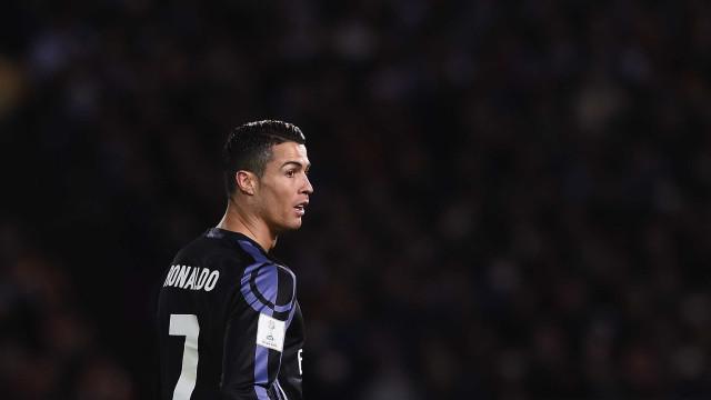 """Vídeo: Ronaldo exibe """"novo animal""""... com Cristianinho lá dentro"""