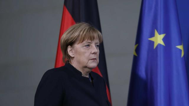 Angela Merkel recebe Macron segunda-feira em Berlim