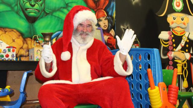 O Pai Natal existe (mesmo). É fadista, pintor e combateu no Ultramar