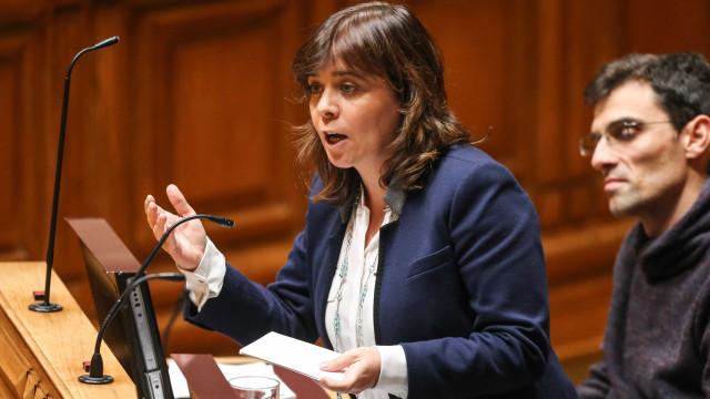 Catarina Martins responde a Passos que BE quer rever legislação laboral