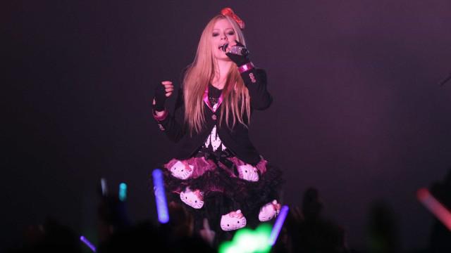 """Avril Lavigne: """"Tinha aceitado a morte e sentia o corpo a desligar-se"""""""