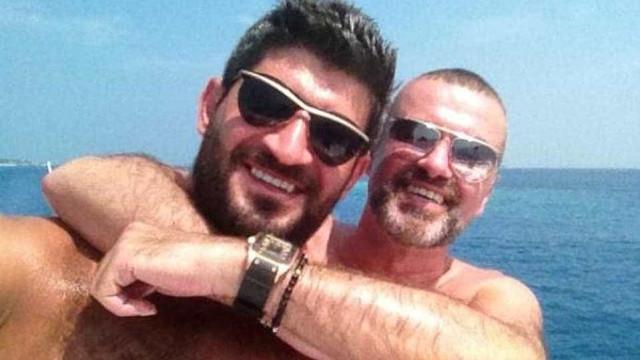 Ex-namorado de George Michael revela que cantor tentou matar-se 4 vezes