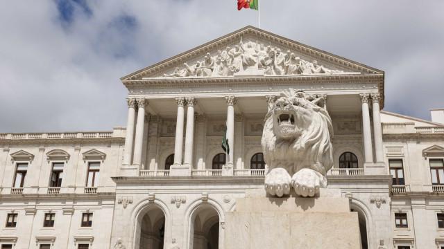 """Parlamento quer aprovar Lei de Bases da Habitação """"até ao 25 de abril"""""""
