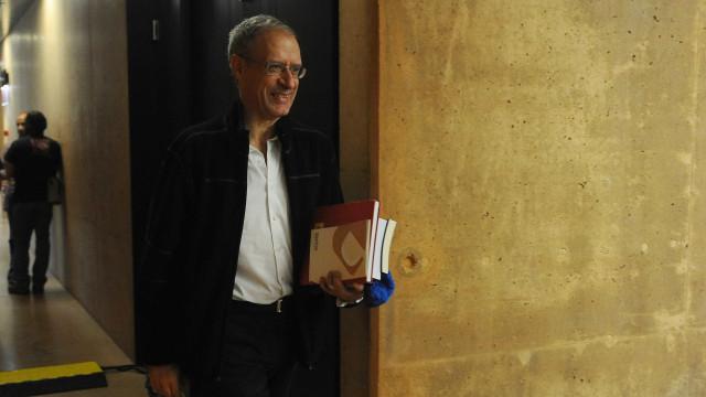 """Como D. Sebastião, """"apareceram e desapareceram candidatos"""" no PSD"""