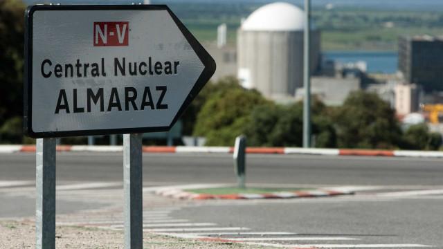 Trabalhadores da central nuclear de Almaraz protestam para adiar fecho