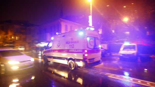 """Polícia """"está perto"""" de identificar atirador de Istambul"""