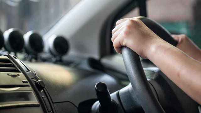 Poupança ao volante. Saiba como fazer uma condução económica