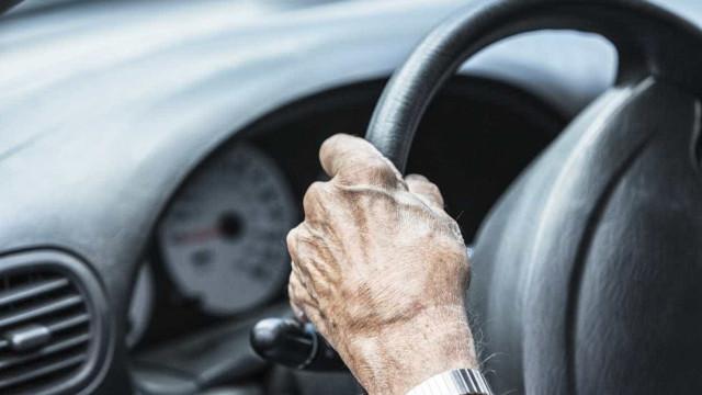 Apanhado a conduzir sem carta aos 92 anos