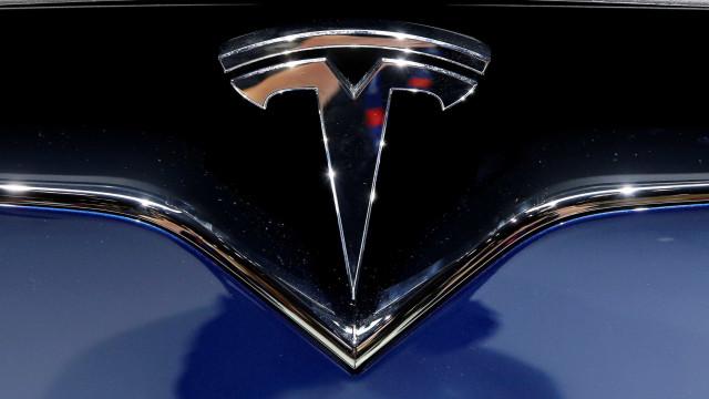 Tesla com perdas de 2,2 mil milhões de dólares em 2017