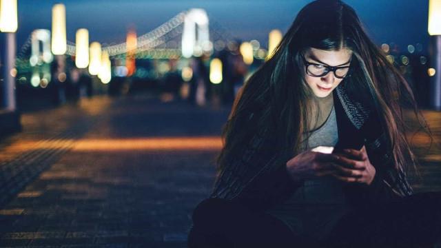 Há cada vez mais indivíduos a possuir smartphone