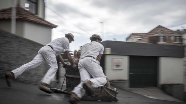 """Dois feridos em despiste de """"carro de cestos"""" na Madeira"""