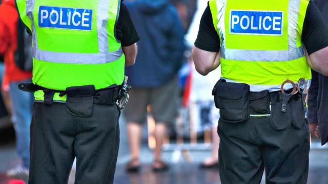 Dois homens tentam comprar droga a polícia e acabam presos