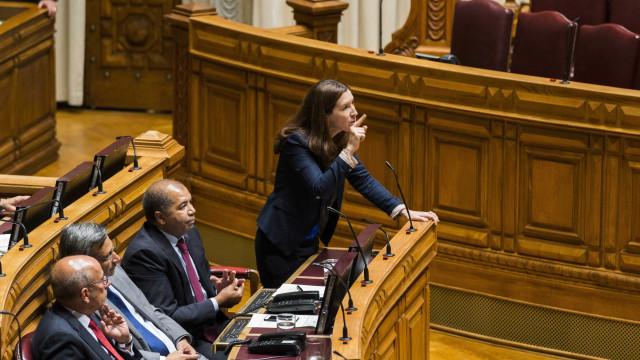 """CDS acusa Governo de fazer """"cortes pela calada"""" e PCP e BE de fingimento"""