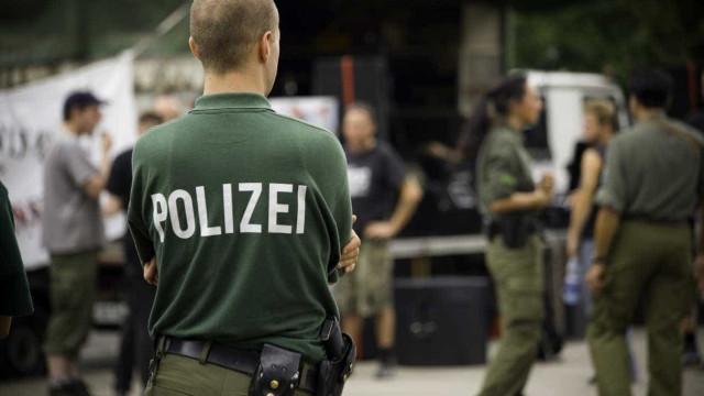 """Polícia alemã diz ter impedido um atentado com uma """"bomba biológica"""""""