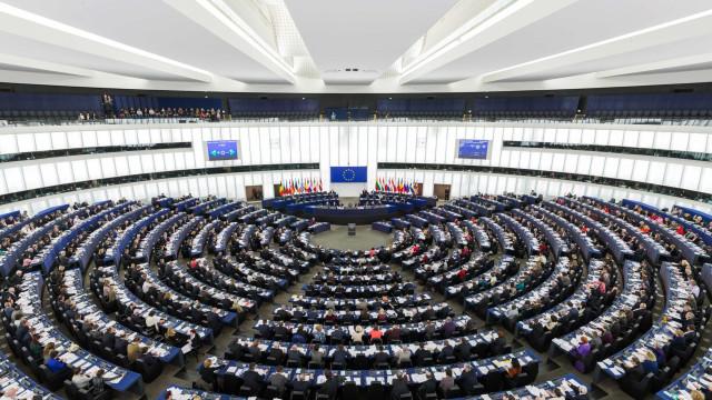 Parlamento Europeu destitui vice-presidente.  Chamou nazi a eurodeputada