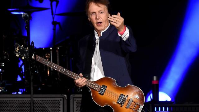 Paul McCartney 'apanhado' a viajar de comboio... na segunda classe