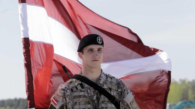 """Partido """"pró-russo"""" lidera sondagens para as legislativas na Letónia"""