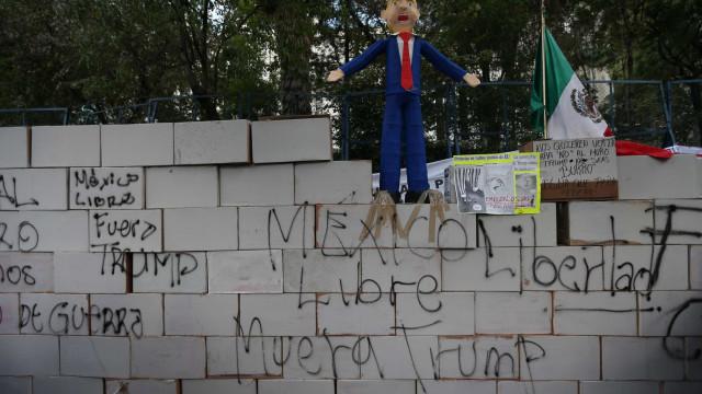 Congresso aprova lei orçamental com verba para muro com o México