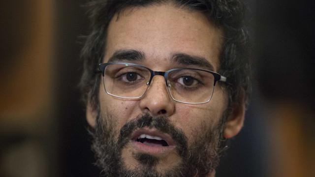 """O PCP """"ainda vive no passado"""", lamenta Luaty Beirão"""