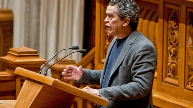 Os Verdes destacam que hoje se discute devoluções em vez de cortes