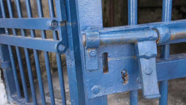 Relatório indentifica violência policial e más condições nas prisões