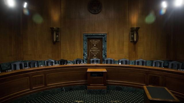 Câmara dos Representantes traça retoma de trabalhos sem ceder a Trump