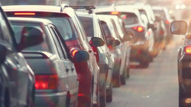 Carro em chamas na VCI condiciona trânsito