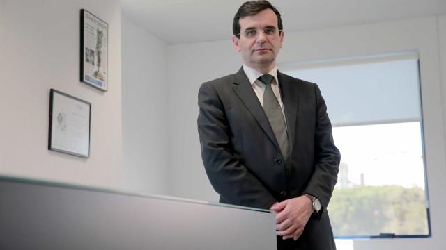 Ministro garante que doentes que precisam têm tratamento para hepatite C