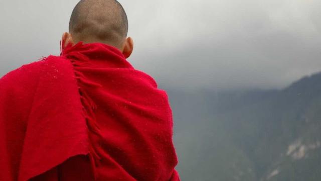 Monge acusado de mandar mensagens a freiras deixa Associação Budista