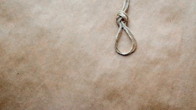 Sudão condena à morte jovem que matou marido que a agrediu e violou