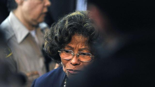 Mãe de Michael Jackson levada para o hospital por complicações cardíacas