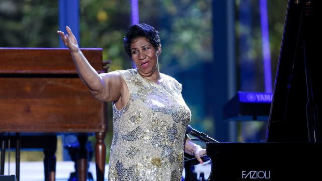 """""""Gravemente doente"""", Aretha Franklin recebe visita de Stevie Wonder"""