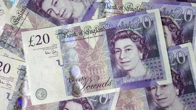 Libra cai face ao euro e ao dólar por receio de Brexit sem acordo