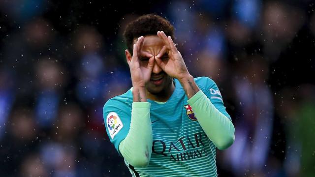 Barcelona congela 26 milhões de euros de prémio de renovação a Neymar