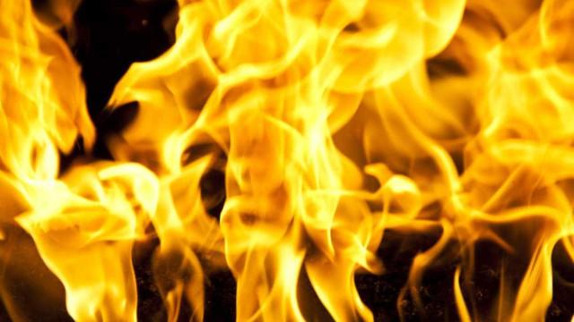 Populares entregam à PSP suspeito de atear incêndio em Matosinhos