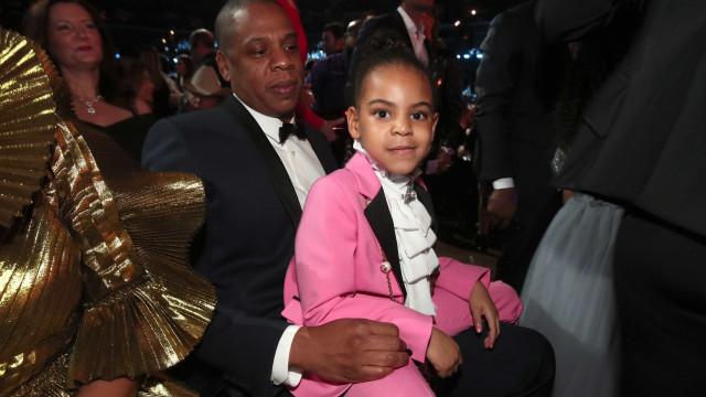 Filha de Beyoncé 'rouba' os holofotes e mostra dotes de dança