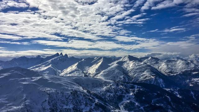 Praticante de escalada e três alpinistas morrem nos Alpes franceses