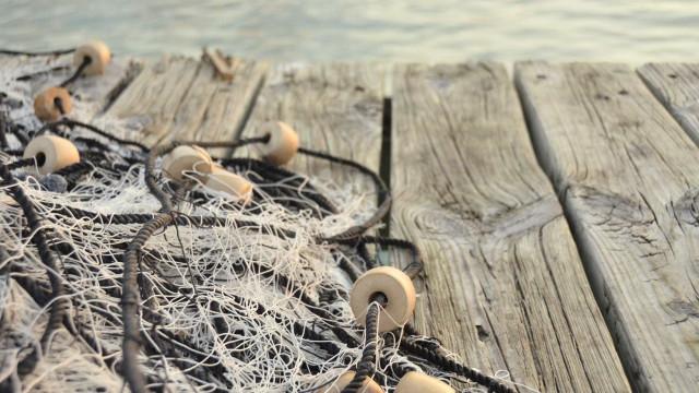 Pescador morreu quando tentava libertar ganchorra de embarcação