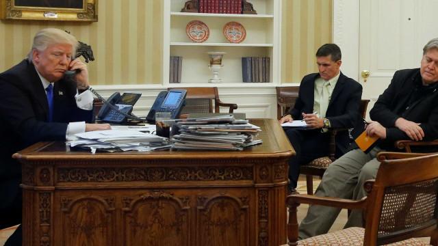 Ex-conselheiro de Trump Steve Bannon recusou responder ao Congresso