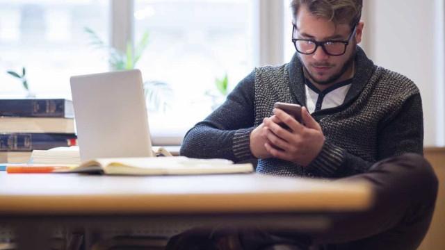 Como evitar as dores causadas pelos smartphones e tablets